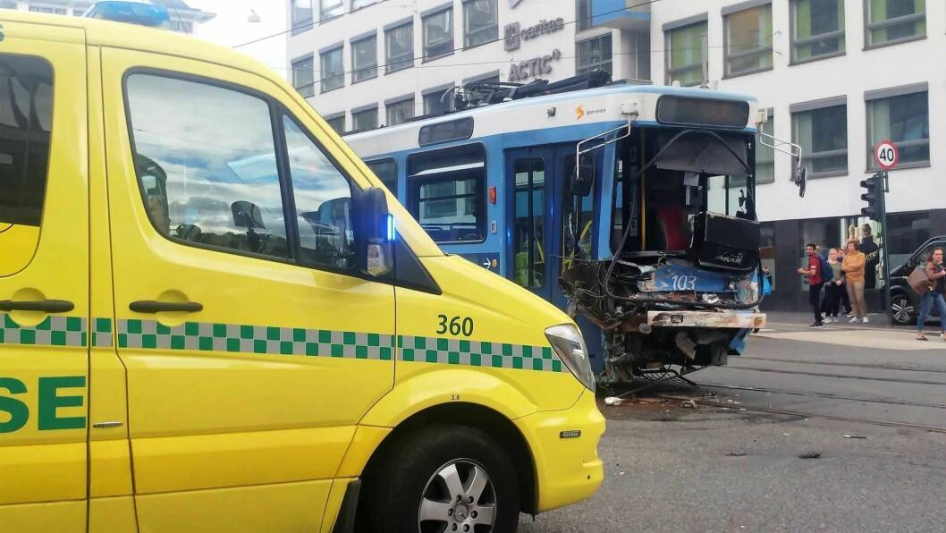 Sju personer ble kastet rundt i denne trikken. Foto: Abdurrahim Günaydın