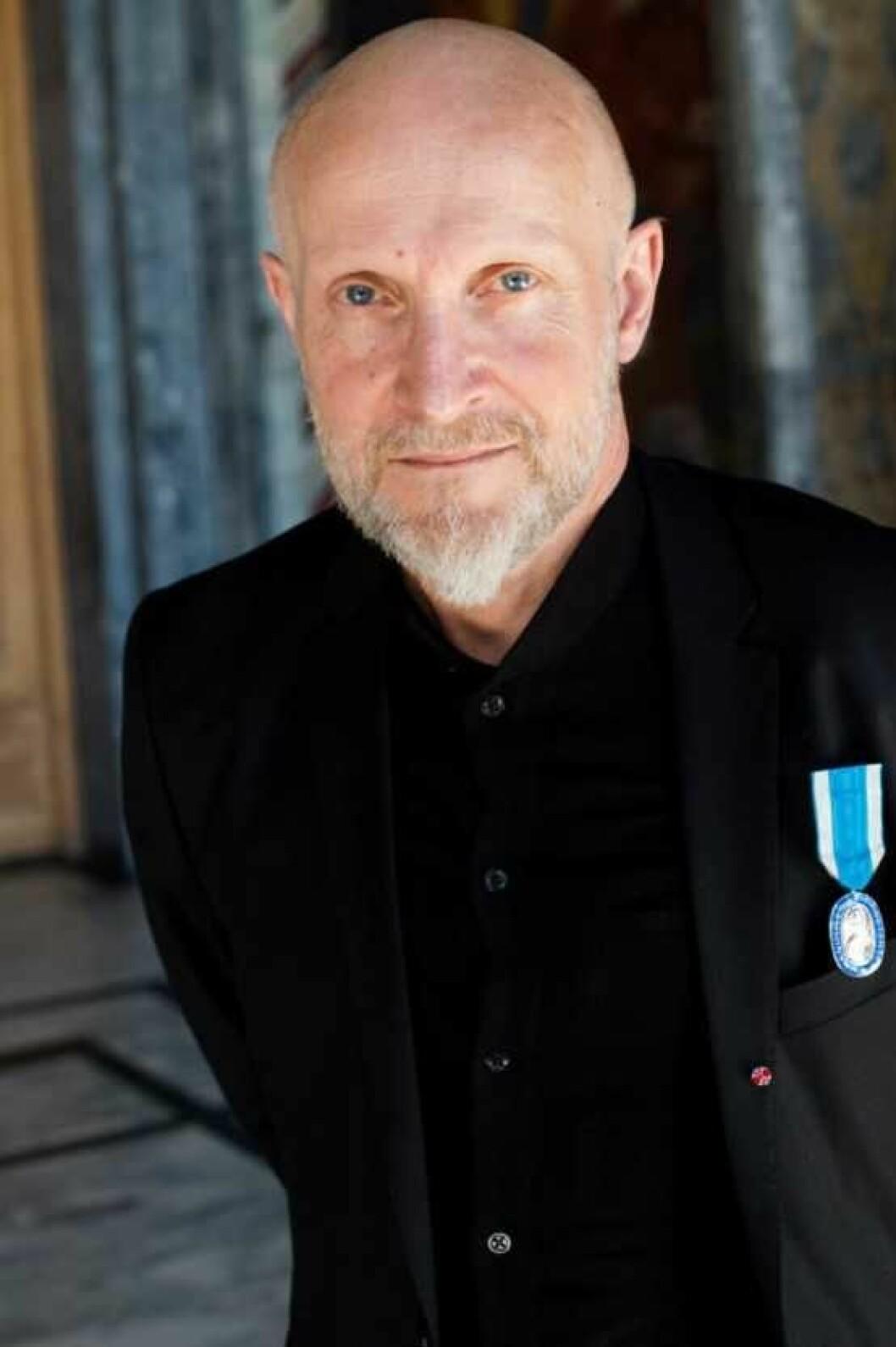 Lars Saabye Christensen med St. Halvard-medaljen på brystet. Foto Sturlason/Oslo kommune