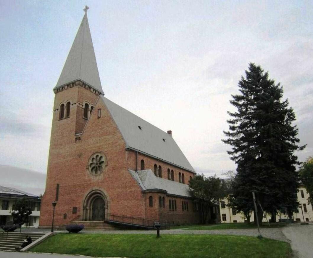 Lovisenberg kirke ligger på området for Lovisenberg sykehus og ble oppført for og eies av den samme stiftelsen som sykehuset, samtidig som den fungerer som sognekirke. Foto: Den norske Kirke