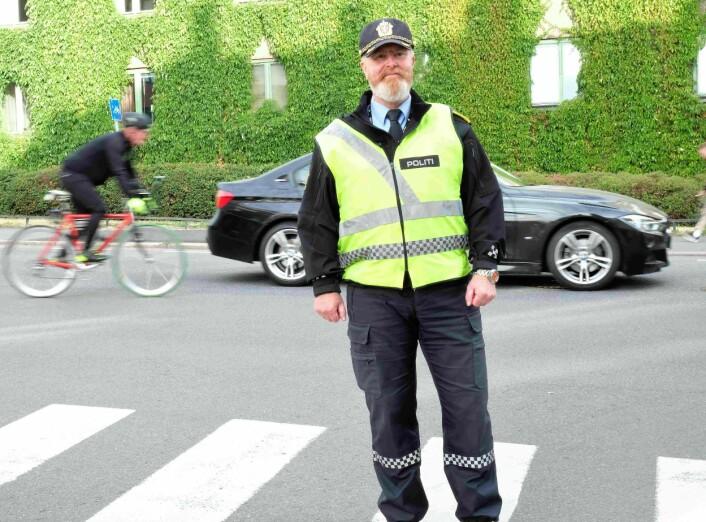 Politioverbetjent Finn Erik Grønli er svært bekymret over utviklingen når det gjelder antallet sjåfører som tas for bruk av mobiltelefon i oslotrafikken. Foto: Christian Boger