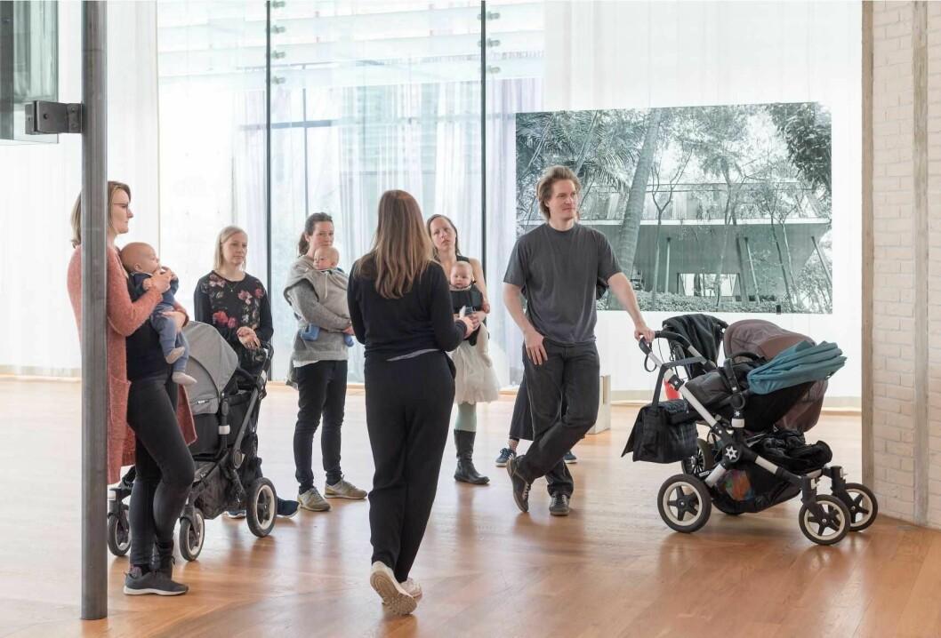 Nasjonalmuseet har babyomvisninger ved utstillinger i alle sine bygg. Foto: Nasjonalmuseet / Annar Bjørgli