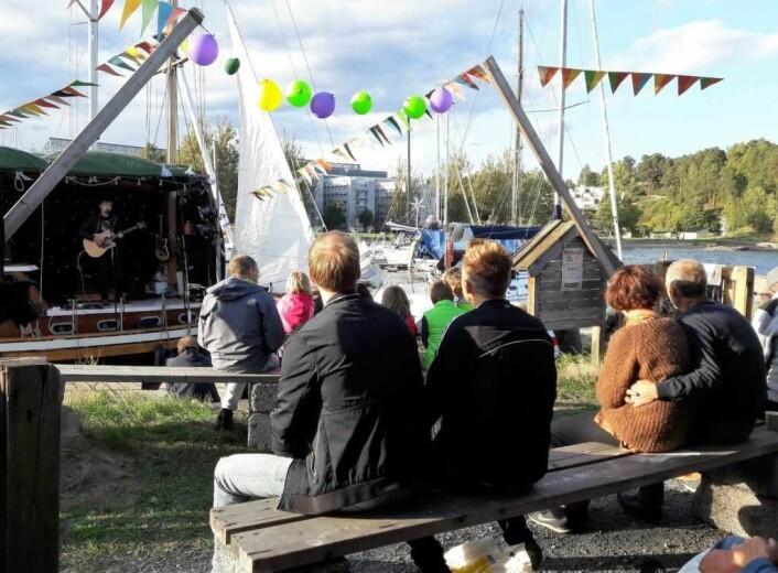 Molofesten hr blitt Sollerudbeboernes egen strandfestival. Foto: Anders Høilund