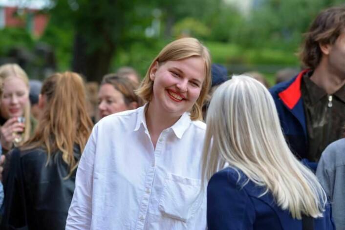 """Ellinor Aurora Aasgaard er den ene halvdelen av kunstnerduoen Aurora Sander som er bak åpningsutstillingen """"Hjelp vi flytter!"""" Foto: Olga Andresen"""
