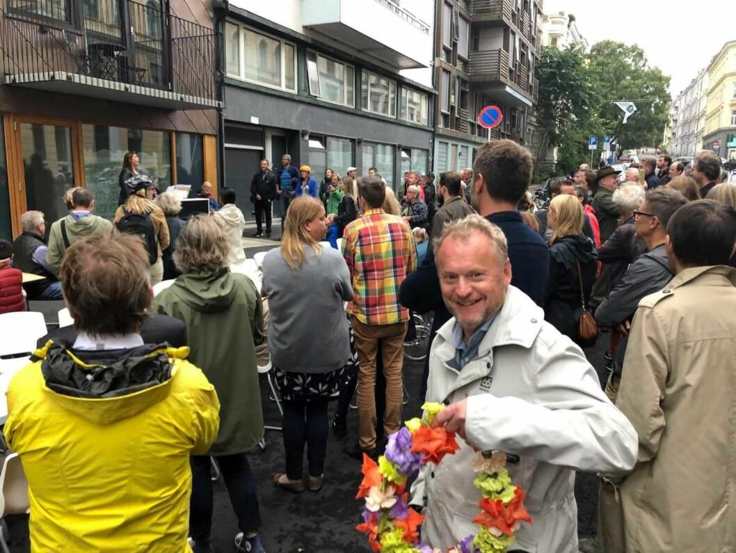 Sopran Ingvild Farestveit Hov synger ut for byrådslederen og nabene i Huitfeldts gate.