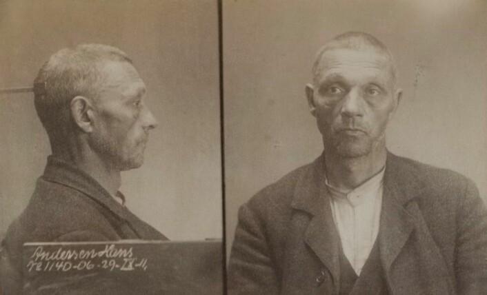Fengselsbilde av Borgenstjerne en gang i 1910-1913. Foto: Oslo politikammer, Kriminalavdelingen, Forbryteralbum I, nr. 13: Forbryteralbum, 1910-1913, nr. 12183.