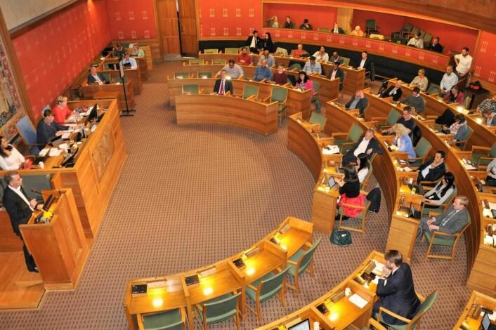 Oslo bystyre har 12 heltidspolitikere pluss ordføreren. Nå går samtlige partier i bystyret inn for et solid lønnshopp til sine egne. I tillegg økes lønna til alle i det rødgrønne Ap/SV/MDG-byrådet. Foto: Arnsten Linstad