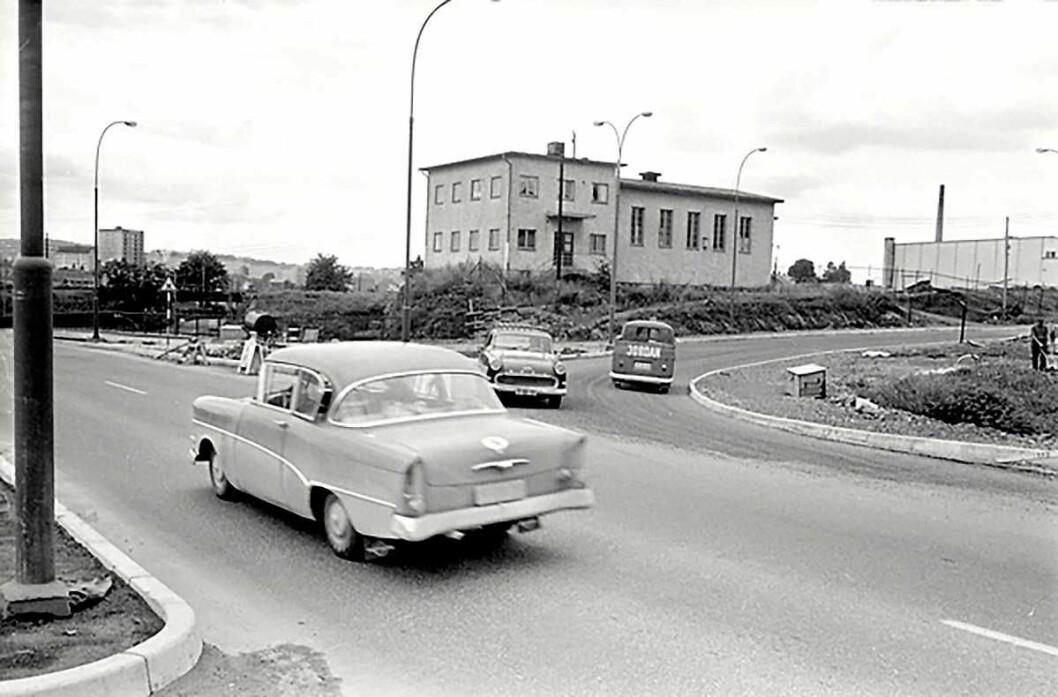 Krysset ved Lørenveien og Ringveien. Juli 1965. Foto: Ukjent – Arbeiderbevegelsens arkiv og bibliotek Arkiv/Samling