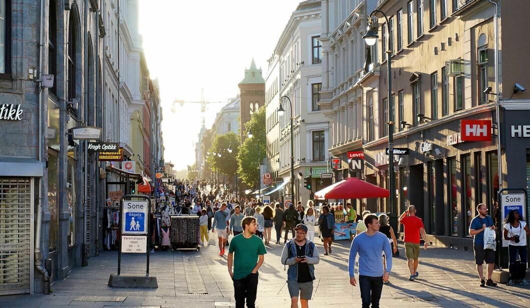 Omsetningssvikten har vært merkbar for mange av butikkene langs Karl Johan etter innføringen av Bilfritt Byliv. Foto. Steve Boland / flickr.com