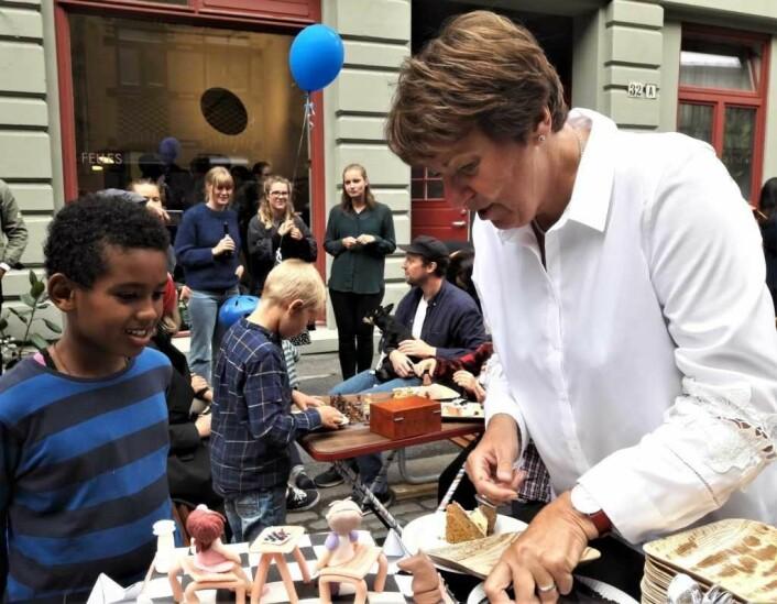 Sjakk har blitt populært blant barn, men kake er heller ikke å forakte. Foto: Anders Høilund