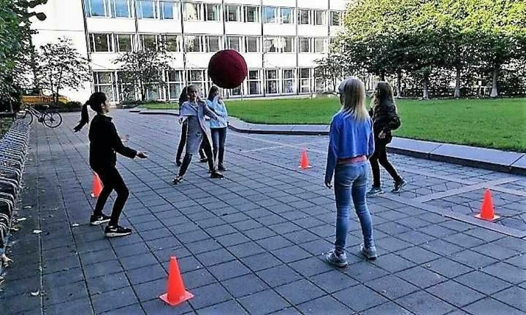 Elever som leker på Fonteneplassen. Foto: Majorstuen skole