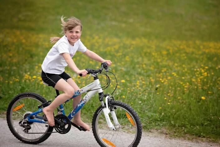 Landeveissykling med barnet er gøy. Foto: PxHere