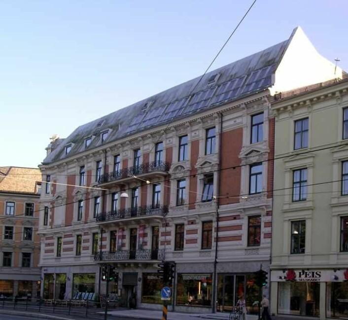 Bygården der Henrik Ibsens leilighet og museum ligger, med inngang fra Arbins gate: Her sees gården fra gamle Drammensveien, nå Henrik Ibsens gate. Foto: Riksantikvaren