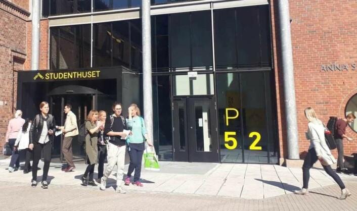 Studenter utenfor OsloMet. Foto: Émilie P. B. Helgheim