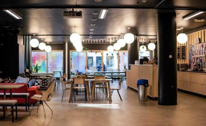 Lokalet som tidligere visstnok så ut som avgangsterminalen på Gardermoen, minner i dag om en café. Foto: Gideon Ngala