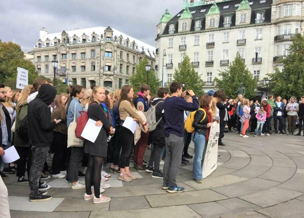 Hundrevis av elever streiket fra skolene sine og aksjonerte for miljøet. Foto: Edvin August Velle