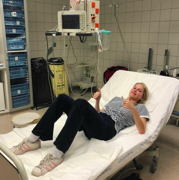 Thea på sykehus i februar i Budapest, hvor hun spilte i Netflix-serien The Last Kingdom. Dette var et jobbrelatert sykehusbesøk, etter at hun falt av en hest... Det er farlig å være viking. Foto: The Sofie Loch Næss