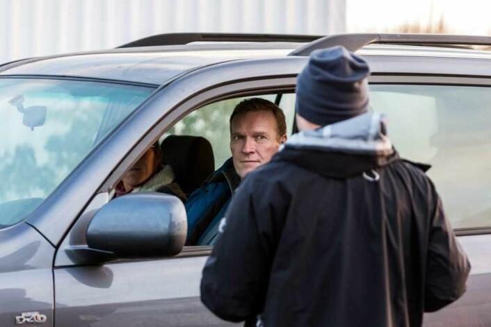 Sven Nordin i rollen som William Wisting under en av de første innspillingsdagene i Larvik på starten av året. Foto: Cinenord