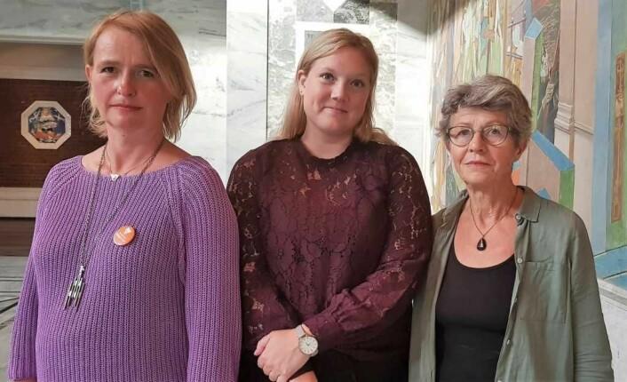 Lene Sundfær Haug (t.v), Frp-politiker Aina Stenersen, og Maren Rismyhr fra Aker sykehus Venner ønsker å stanse utbyggingen av et nytt storsykehus på Gaustad. Foto: Christian Boger
