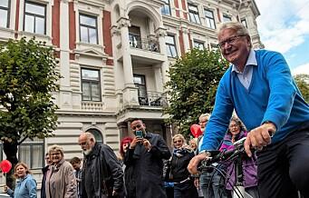 Syklende Fabian Stang ledet an i demonstrasjon mot flytting av trikk til Skovveien