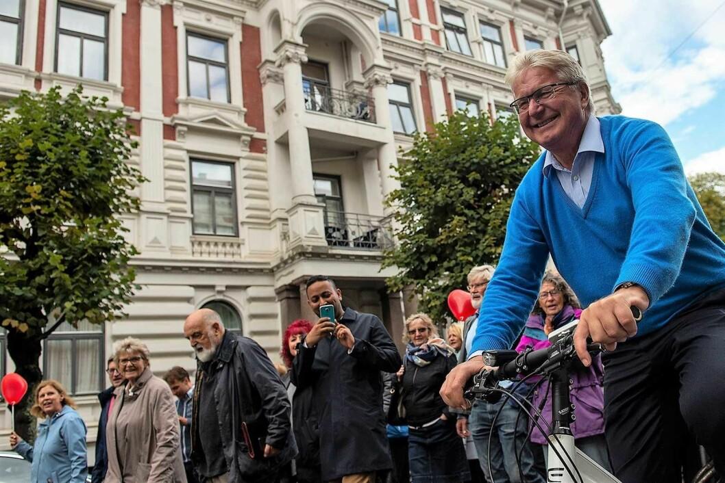 Oslos tidligere ordfører, Fabian Stang (H), ledet syklende an demonstrasjonen mot at Briskebytrikken flyttes fra Inkognitogaten til Skovveien på Frogner. Foto: Morten Lauveng Jørgensen