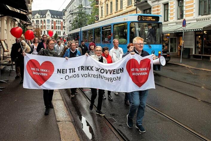 Demonstrantene gikk også ned Frognerveien til Solli plass. Dersom Briskebytrikken flyttes fra Inkognitogaten vil antallet trikker i nedre del av Frognerveien dobles. Foto: Morten Lauveng Jørgensen