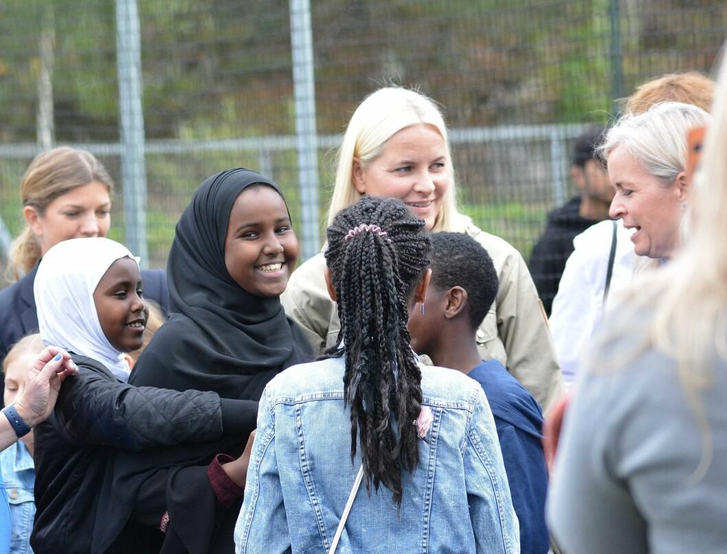 En omsvermet kronprinsesse Mette-Marit på Mortensrud festival. Foto: Olga Andresen