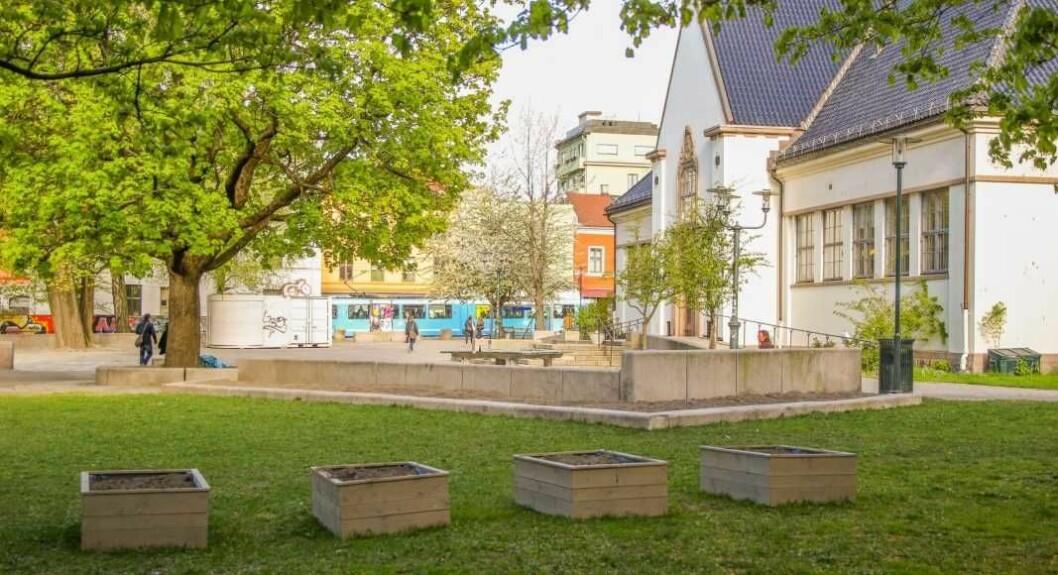 Ved Schous plass på Grünerløkka ble gater stengt etter at store mengder vann skapte problemer natt til lørdag. Foto: På Schous/Arkiv