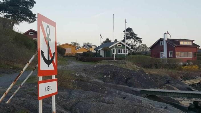 På hytteøyene eksisterer små samfunn, særlig på sommerhalvåret. Her fra Lindøya, den største hytteøya med 289 hytter, i mai i år. Foto: Tarjei Kidd Olsen