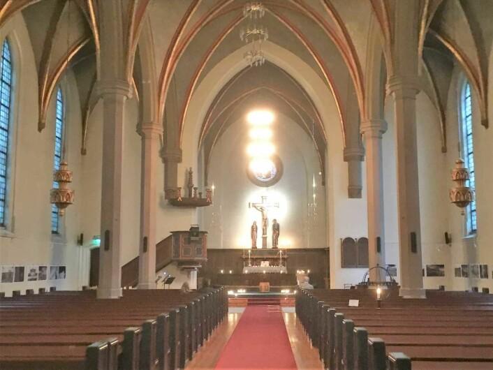Det vakre kirkerommet gir en besøkende en følelse av å komme inn i en katedral. Foto: Kjersti Opstad
