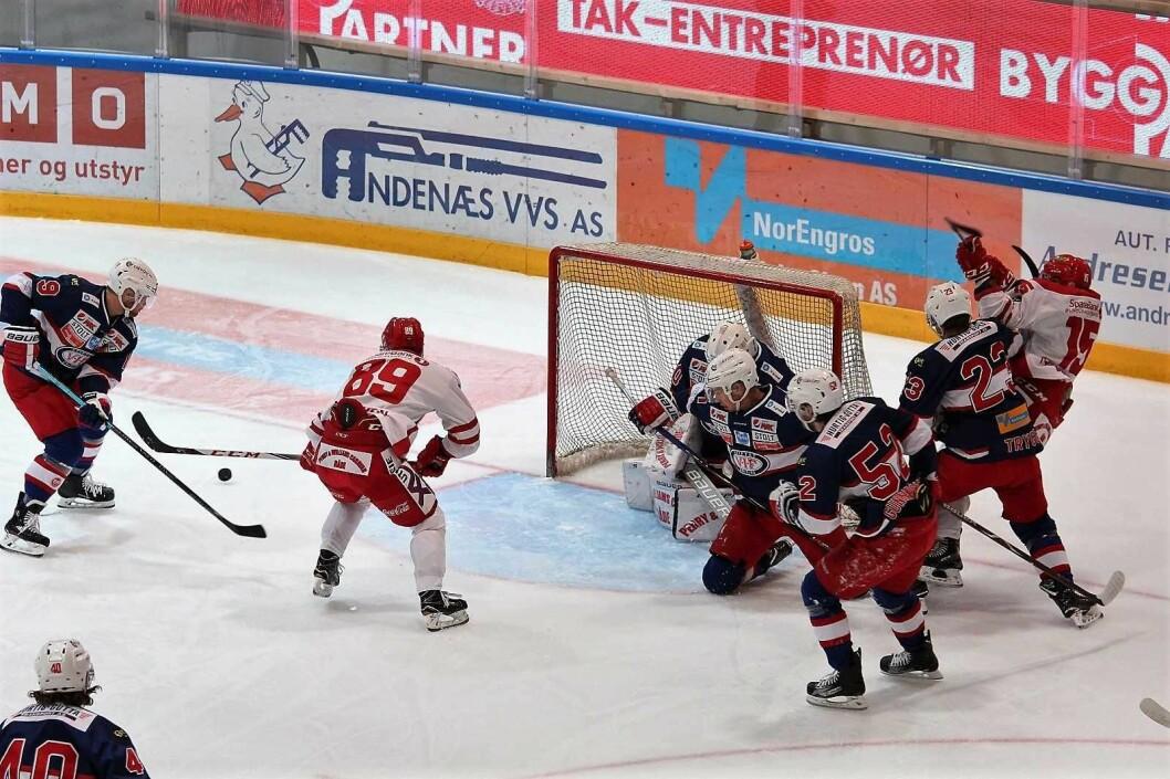 Vålerenga smadret vinnerrekka til Stjernen med 8-1 på hjemmebane. Foto: André Kjernsli