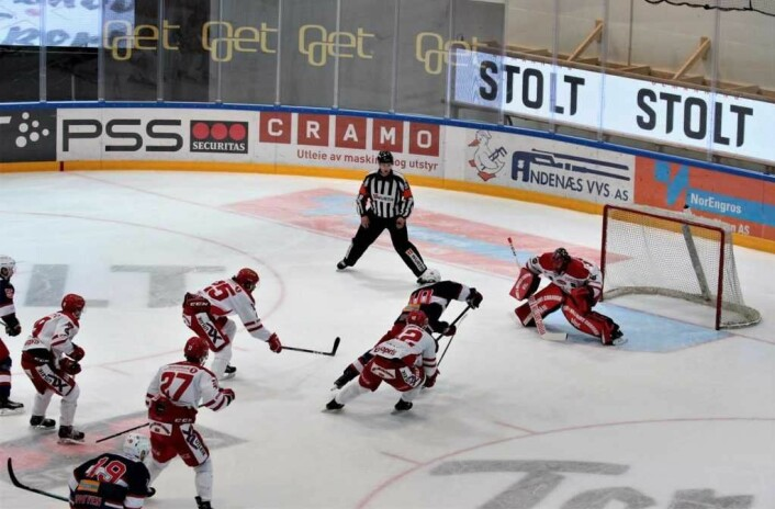 Spets alene med Stjernens keeper uten score. Foto: André Kjernsli