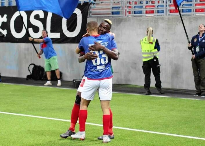 Nouri og Johnsen feirer. VIF klinket til med 3-2 over Start. Foto: André Kjernsli