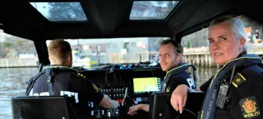 Politibåten i Oslo varlser hyppig patruljering. Beslagla teine på hummersesongens første dag