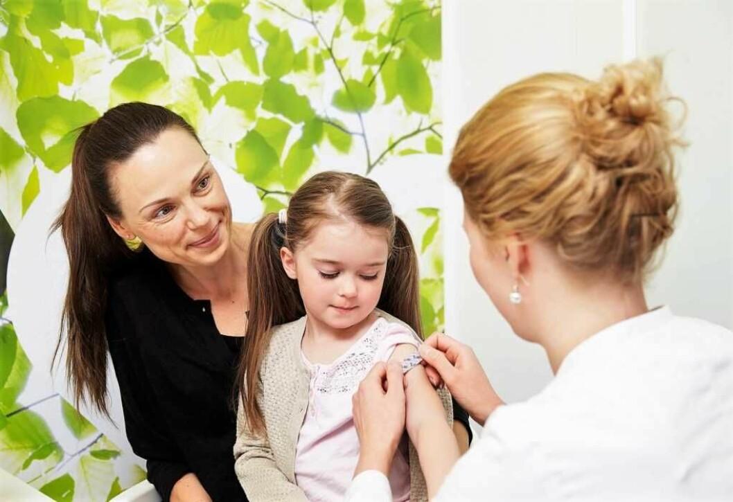 Helsemyndighetene anslår at rundt 95 prosent av alle norske barn er vaksinert. Men Ap og Frp ønsker likevel et forsøk med obligatorisk vaksinering i Oslo. Illustrasjonsbilde: Hjartat Apotek/Flickr