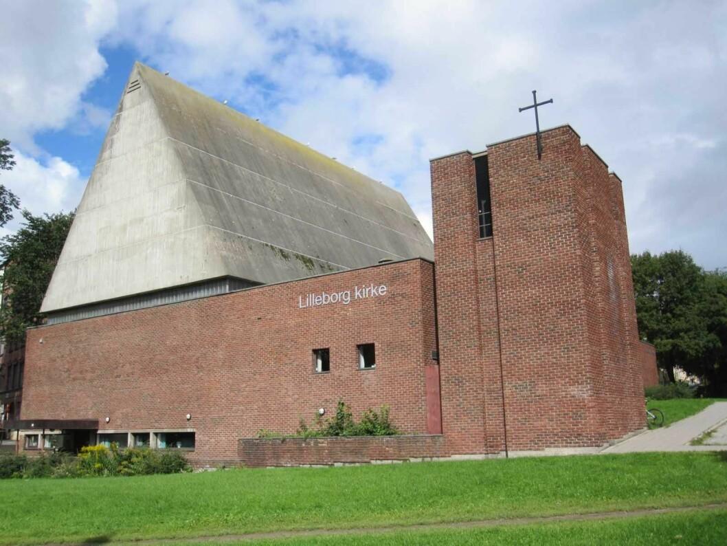 Lilleborg kirke er bygget i rød teglstein, og er en såkalt arbeidskirke. Foto: Den norske Kirke