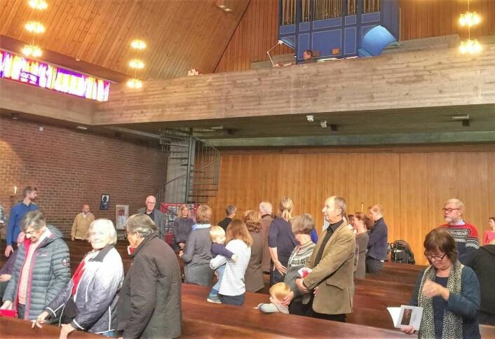 Søndagens gudstjeneste i Lilleborg kirke var godt besøkt. Kanskje kan det ha sammenheng med at menighetens andre kirke, Torshov, er under oppussing. Foto: Kjersti Opstad
