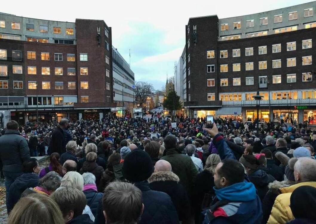 Tusenvis har samlet seg flere ganger utenfor både Oslos rådhus og Stortinget for å protestere mot bomstasjoner. Foto: Cecilie Lyngby/Ja til miljø, nei til økte bompenger