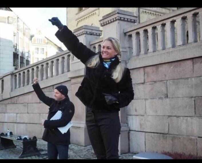 Cecilie Lyngby foran Stortinget i fjor da det ble demonstrert for en folkeavstemning om bompenger i Oslo. Foto: Arkiv