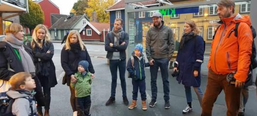 Barn og foreldre i Strømsveien møtte politikere i morgenrushet. — Vi trenger fartsdempende tiltak nå