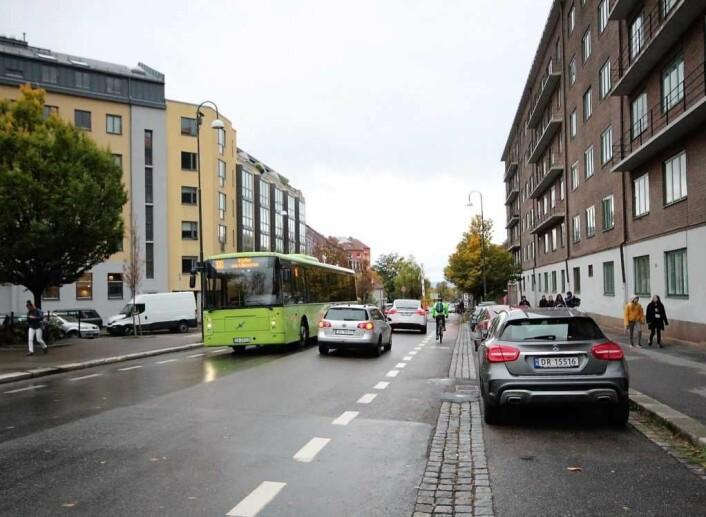 Trafikken i Strømsveien skaper daglig utfordringer for barn og unge på Vålerenga. Foto: André Kjernsli