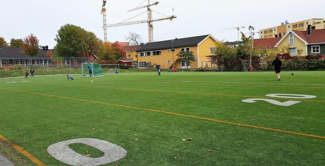 Entreprenør Thorstein Skjaker er dømt til åtte måneders fengsel for å ha overfakturet Oslo kommune for millioner i forbindelse med bygging og rehabilitering av kunstgressbaner. Illustrasjonsfoto: Christian Boger