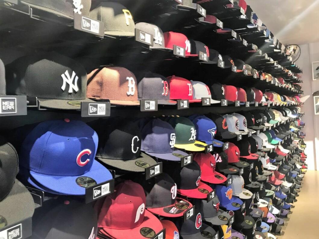 Velg deg et lag og finn deg en hatt. Foto: Naimo Kahiye