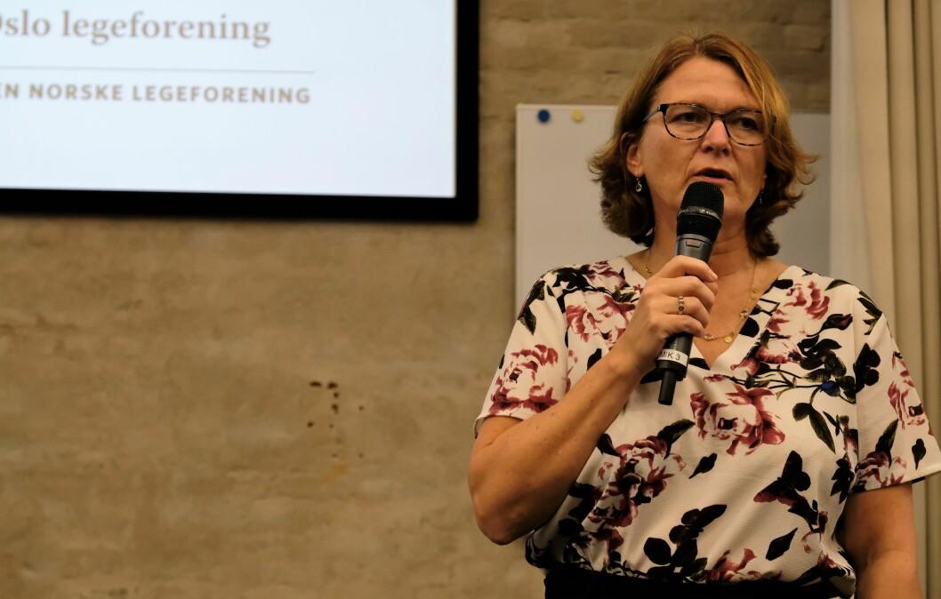 Leder av Legeforeningen i Oslo, Kristin Hovland, mener fakkeltog sterkere protester trengs mot nedleggelsen av Ullevål sykehus. Foto: Christian Boger