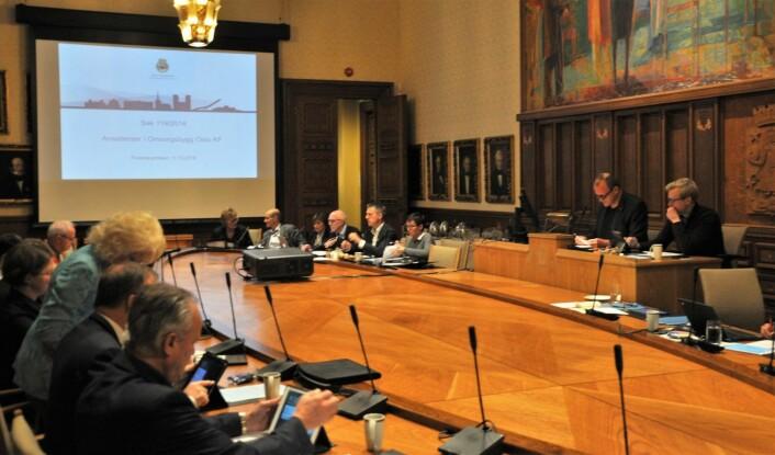 Ærverdige formannskapssalen i Oslo rådhus var arenaen da bystyrets finanskomite krevde svar fra styrelder Øyvind Christoffersen og eierskap- og næringsbyråd Kjetil Lund (Ap). Foto: Arnsten Linstad