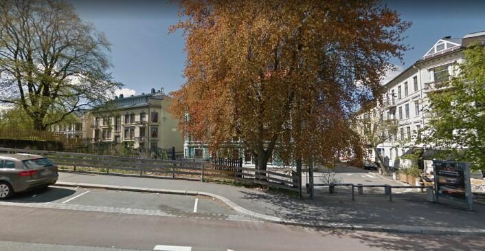 Her ligger tomta i trekanten mellom Ullevålsveien og Sofies gate, som nå er gjort om til et fellesområde. Foto: Google maps