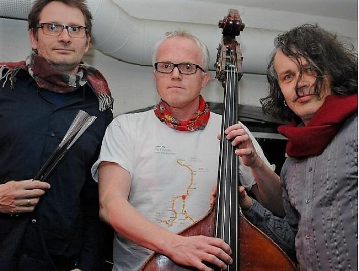 Mingus Schulze Trio består av Stein Viem (til venstre), Håkon Johnsen og Askild Hagen. Foto: Mingus Schulze Trio