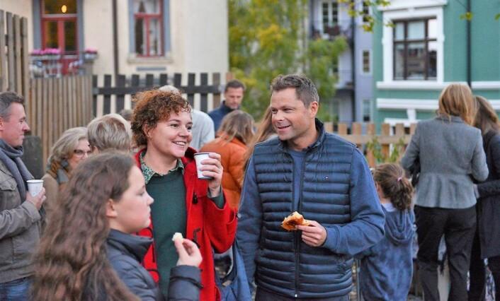Etter snorklipping og taler var det kaffe og kake til de frammøtte. Foto: Morten Lauveng Jørgensen