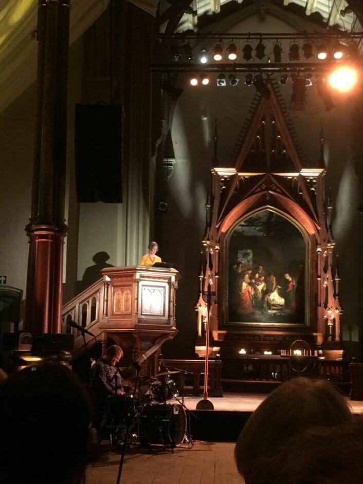 Fra prekestolen ble historien om Ruth og Naomi fortalt. Foto: Kjersti Opstad