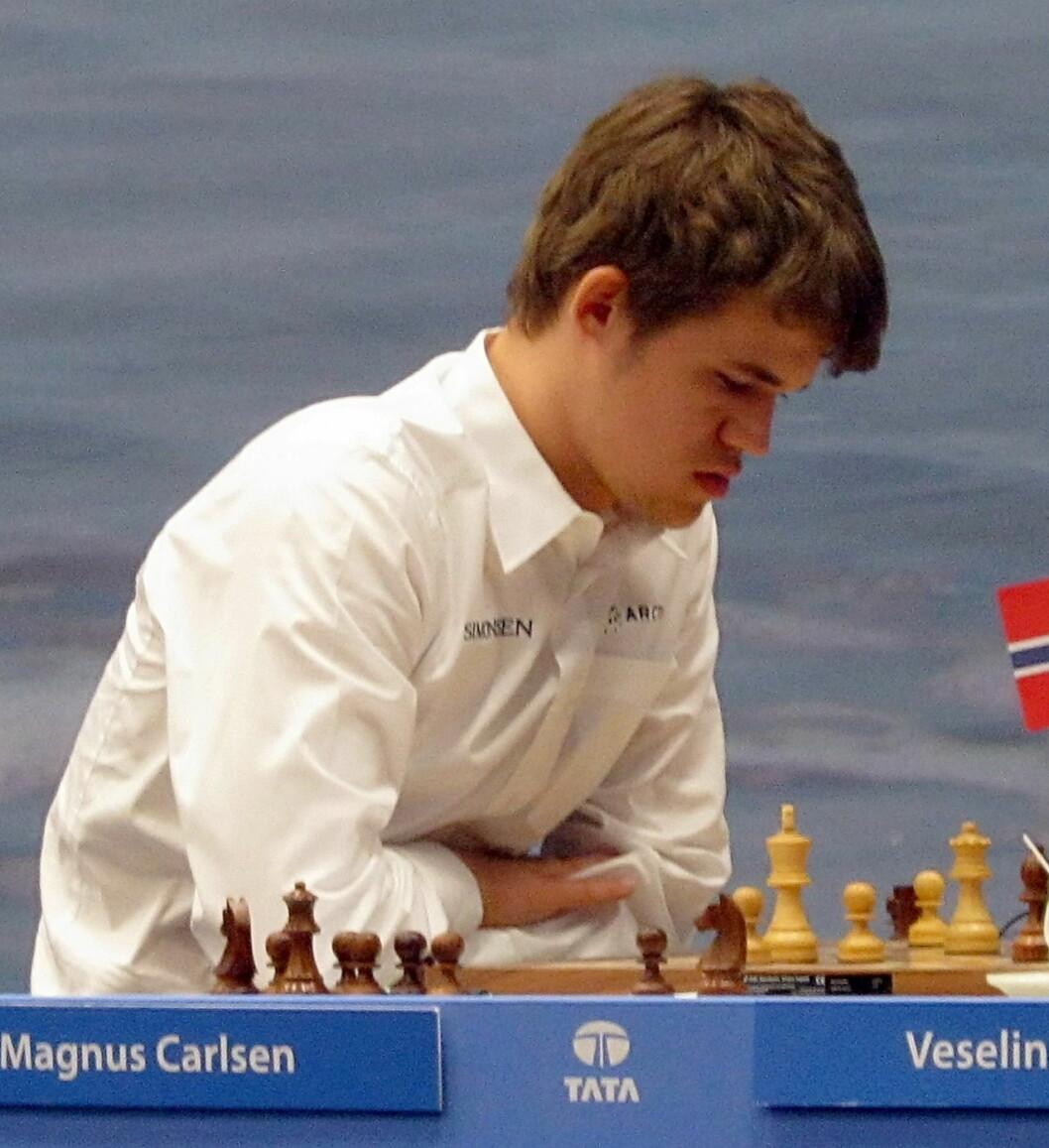 Verdensener Magnus Carlsen spiller for Vålerenga sjakklubb. Han gir alt for klubben og setter sin førsteplass på verdensrankingen på spill i siste og avgjørende kamp i Europacupen i Hellas. Her fra en tidligere turnering. Foto: Stefan64