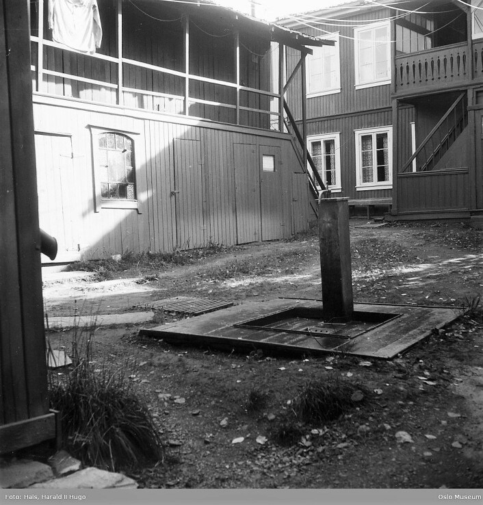 Gårdsrom i Vålerenggata 39 viser vannposten som lå der. Foto: Harald Il Hugo Hals/Oslo museum